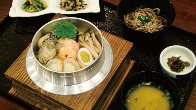 ながくら - 料理写真:冬限定「牡蠣五目釜飯」1,500円