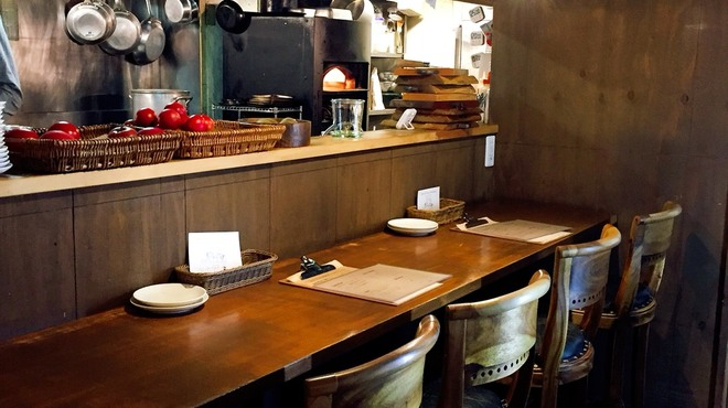 terzo - 内観写真:キッチンが見えるカウンター。スタッフに気軽に何でも聞いて下さいね。