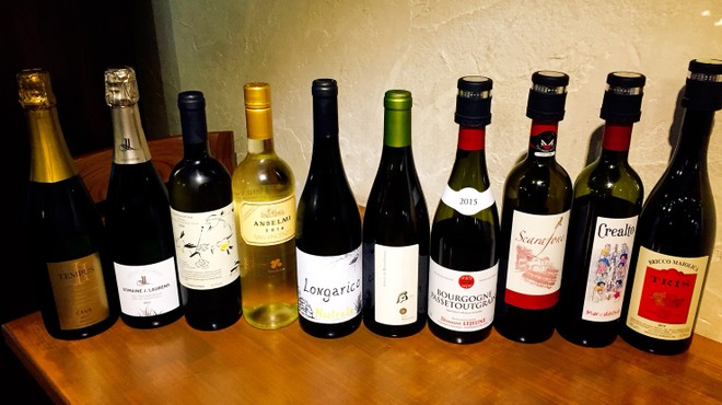 terzo - ドリンク写真:ある日のグラスワイン達。常時10種類ぐらいはあいてます。