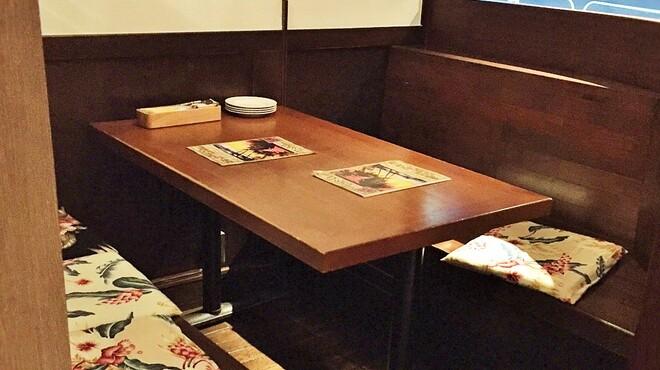 ハワイアンビストロDai  - 内観写真:6名様まで可能なボックスシート
