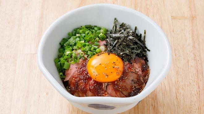 らーめん、肉丼ぶり 吉成鶏白湯 鶏神 - メイン写真:
