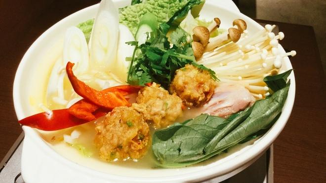 ガルーダ - 料理写真:冬季限定ブータン風鶏ガラ鍋