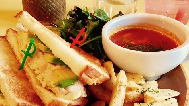 うみねこ - 料理写真:山型食パンランチ(内容は日替わり)