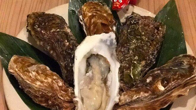 SAKE story - 料理写真:生牡蠣3種以上ございます!