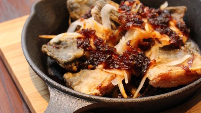 SABAR+ - 料理写真:サバとフルーツ玉ねぎの爆熱鉄板焼き