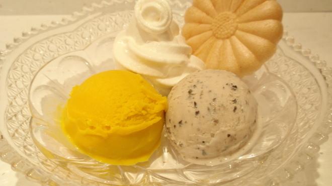 菊丸 - 料理写真:3色アイス ¥660