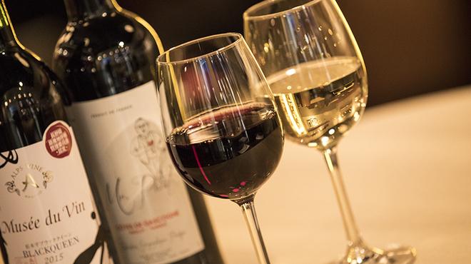 バルピノーロギンザ - ドリンク写真:グラスワインは赤・白5種から