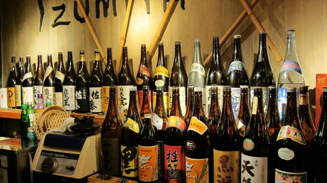 居酒屋 泉屋 - 内観写真:焼酎と地酒が充実しています