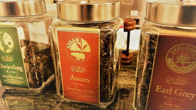 パステレリア  テテ   - ドリンク写真:紅茶は「ダージリン」「アッサム」「アールグレイ」を茶葉から提供します。