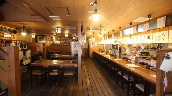 大漁酒場 魚樽本店 - 内観写真:広々とした店内はテーブル席、カウンター席、掘りごたつ席有り!
