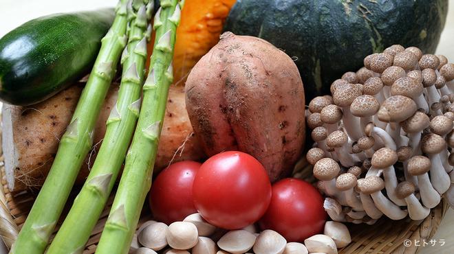 其の弐 - 料理写真:季節の野菜は旨みが違う。新鮮な国産食材を厳選仕入れ