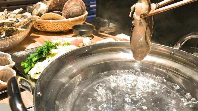 5坪 - 料理写真:通常の生牡蠣を贅沢にしゃぶしゃぶします。