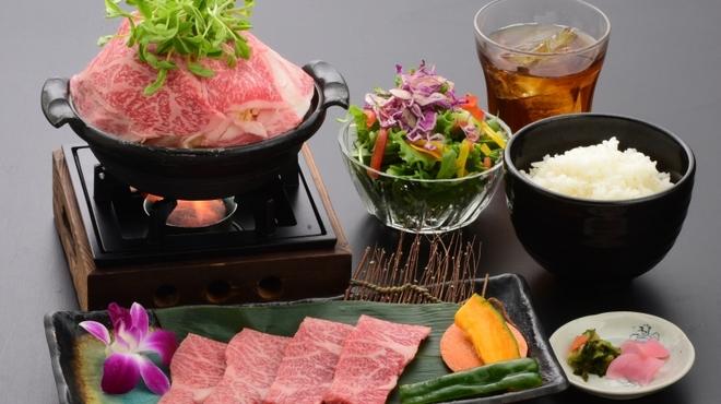 炭火焼肉 いろり - 料理写真:極上米沢牛すき鍋膳4,800円