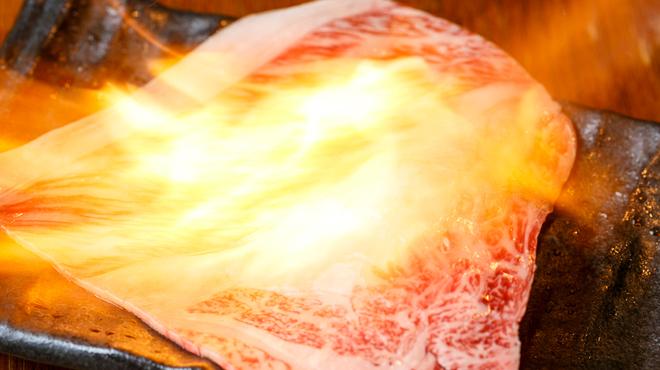 大衆和牛酒場 コンロ家~霜降り和牛鍋と神戸牛ホルモン鉄板焼~ - メイン写真: