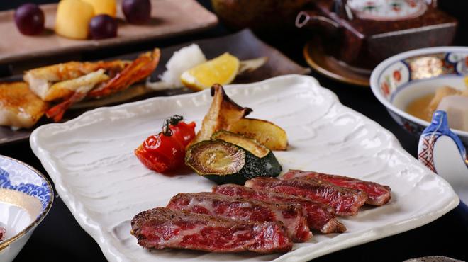 炉端焼レストラン 志古津 - 料理写真:魚はもちろん、炉端で焼く肉も人気