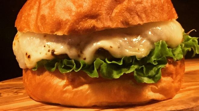 バーガーショップホットボックス - 料理写真:1月のマンスリーバーガー!餅モッツァレラチーズバーガー