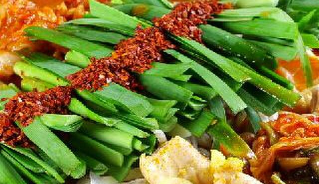 タル家 - 料理写真:名物!コプチャン鍋!スープはピリ辛の赤とマイルドな白が選べます!