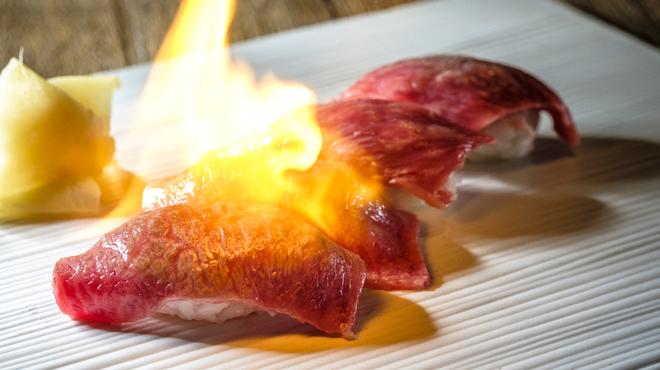 炭火焼肉 にくなべ屋 びいどろ - メイン写真: