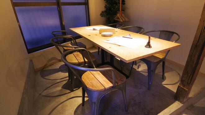 びすとろハヒフヤ - 内観写真:6名様用テーブル