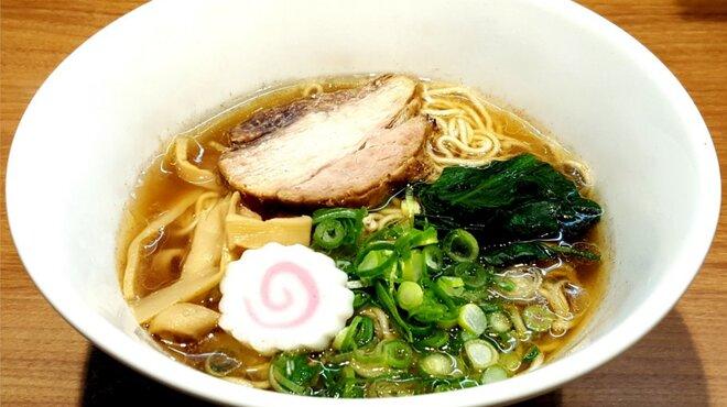 まぜそば凜々亭 - 料理写真:鶏ガラのみを使用するシンプルなスープをベースに、昔ながらの製法で作られる特注醬油を加えたあっさり中華そば。〆の一杯!