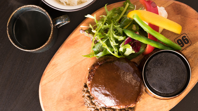 梅田肉料理 きゅうろく - 料理写真:ランチはごはんとスープと野菜が付いて1,000円!