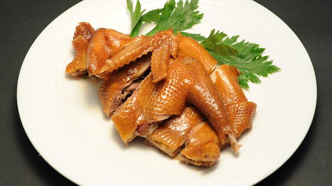 永利 - 料理写真:自家製燻製鶏