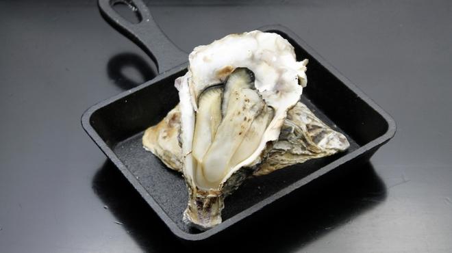 キタバル - 料理写真:【2月の殻付きがき100円フェア】焼きがき 一個100円