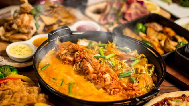 チーズタッカルビと比内地鶏 肉の炭火や - メイン写真: