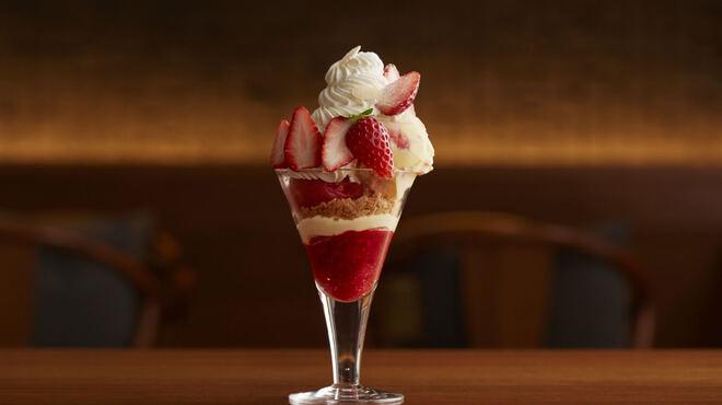 グラッシェル - 料理写真:イチゴのパフェ