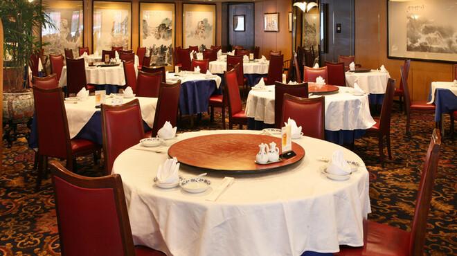 重慶飯店 - 内観写真:レストランホール