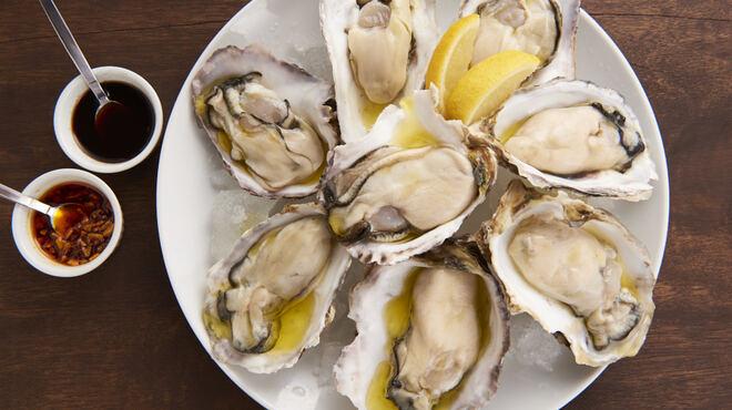 ミーンズ ピッツァ&カフェバール - 料理写真:牡蠣食べ放題あります!