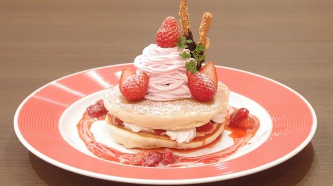 ウイラニ - 料理写真:今が旬!ストロベリーモンブランパンケーキ