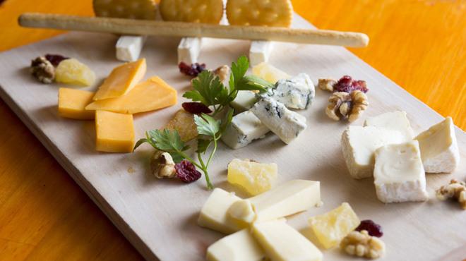 魚介イタリアン チーズ食べ放題 UMIバル - メイン写真: