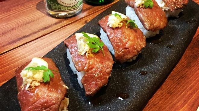 侍.時々 酒肴 - 料理写真:和牛三角カルビA5ランクの贅沢炙り寿司