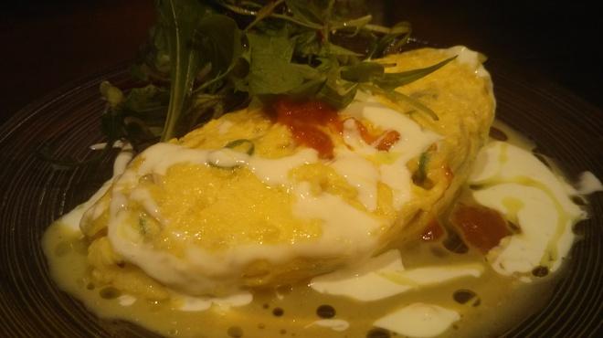 タパスマニア - 料理写真:シラスと青唐辛子のオムレツ ピリッと辛い青唐辛子が癖になる味!