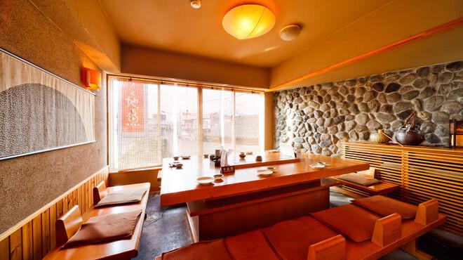 快飛 - 内観写真:最大12名様まで可能なテーブル個室