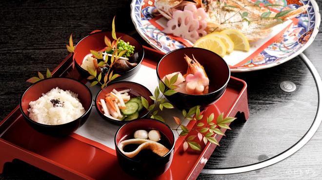 伊くま - 料理写真:吟味を重ねた素材と共に、初めて「食」に触れる「お食い初め」