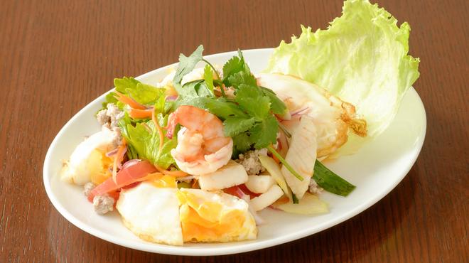 クルア・ナムプリック - 料理写真:目玉焼きサラダ