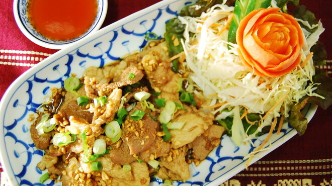 TAI THAI - 料理写真:ムートガティアム(にんにく風味の豚のから揚げ)