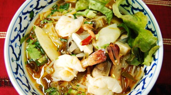 TAI THAI - 料理写真:クエチィオヌアトッン(タイ風牛肉の煮込みうどん)