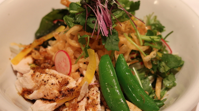 龍福小籠堂 - 料理写真:平日ランチ限定 水晶鶏の中華サラダランチ 14種具材と栄養豊富で炭水化物無でも十分なボリュームあります