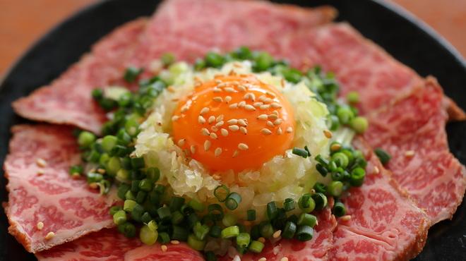 焼肉うしお - 料理写真:炙りレアステーキ ユッケ仕立て