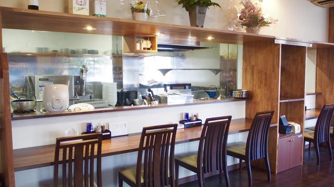 麺道 麒麟児 - 内観写真:オープンキッチンに変わりました!カウンター6席