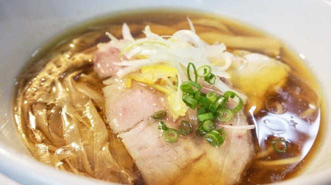 麺道 麒麟児 - 料理写真:看板メニューの中華そば(醤油)