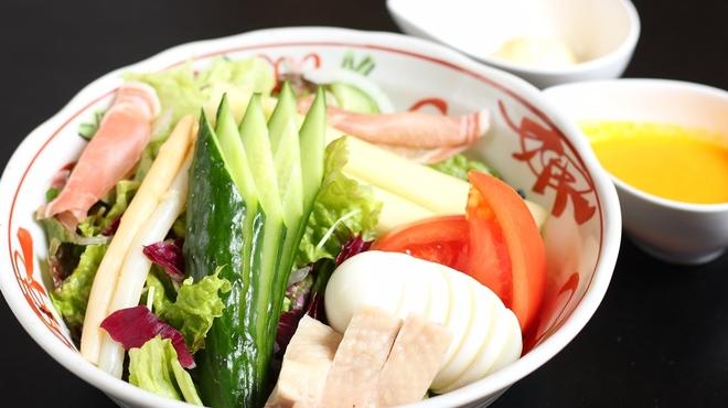 須田 - 料理写真:特製ドレッシングのコンビネーションサラダ