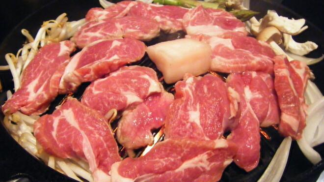 ジンギスカン 十鉄 - 料理写真:程よく脂が落ちる鍋でジューシに食べれます。