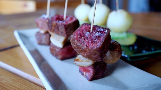 STAND - 料理写真:こだわりの食材で串揚げ串焼きを数多く揃えています。