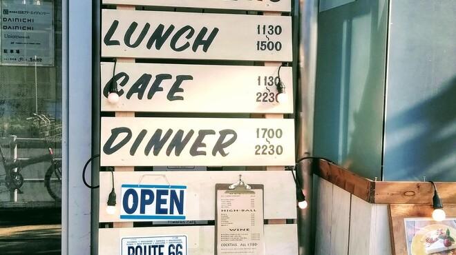 ティンバーズ カフェ ツキジ テーブル - メイン写真: