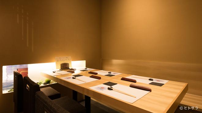 あさひ奈 - 内観写真:大切な方との会食にも、自信を持って臨めるお店