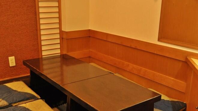 おゝ井すし - 内観写真:団体様なら掘りごたつ席へ 落ち着いた和式の掘りごたつでお食事をお楽しみ下さい